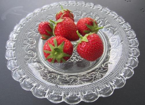 Erdbeeren serviert