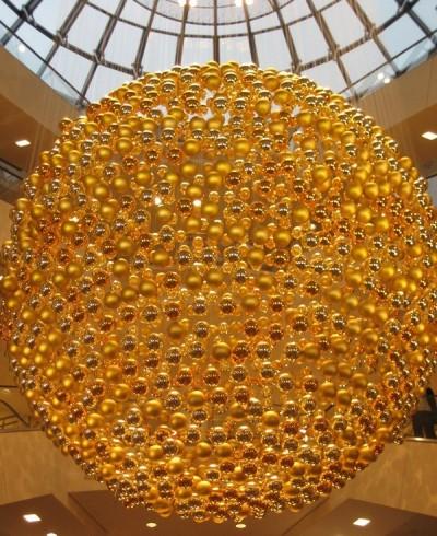 Eine goldene Kugel-Kugel